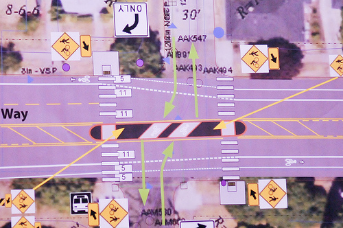 A overhead diagram of the Michigan Ave crossing at Rosa Parks Way showing a full medium.